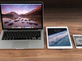 apple-iphone-smartphone-desk-4158