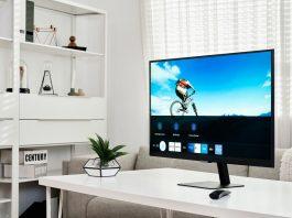 Smart Monitor M7 – on desk