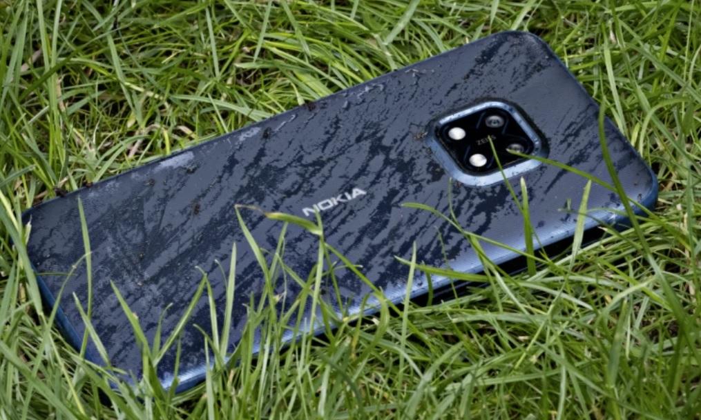 Nokia XR20 5G rugged – i gräset